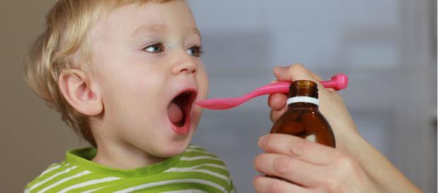 La medicación de niños debe realizarse con cautela y estricto control médico. - proexpansion.com