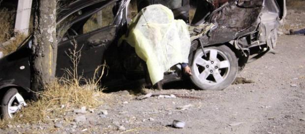 Niño choca automóvil y fallecen 5 menores