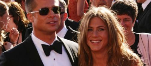 Brad Pitt and Jen Aniston getting back together? [Image Credit: YouTube/HollyScoop]