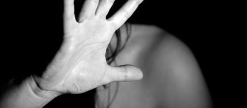 Giovane donna sequestrata in casa, legata e picchiata: aguzzino ... - perugiatoday.it