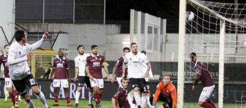 Il gol del vantaggio dello Spezia contro la Salernitana