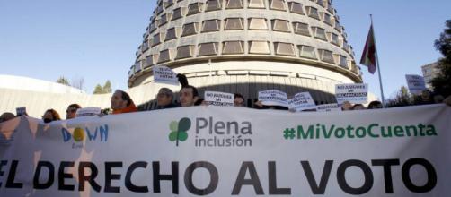 Manifestación ante el Congreso de las personas con discapacidad