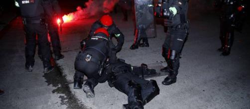 Un 'ertzaina' muere de un infarto en Bilbao tras los altercados