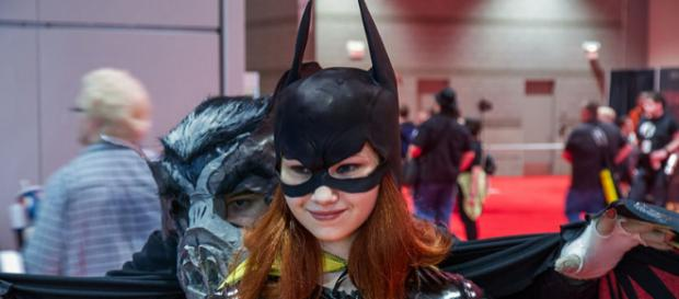 Batgirl with bat at the 2013 Chicago Comic & Entertainment Expo (Image credit – Chris Favero, Wikimedia Commons)
