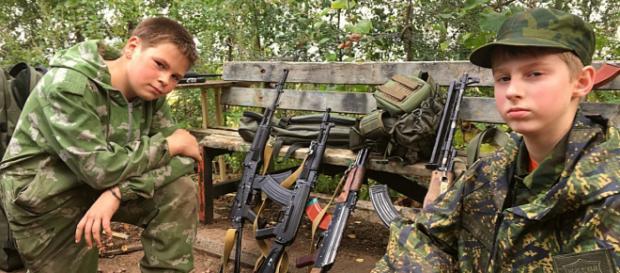 "Bei der russischen ""Junarmija"" werden bereits 8-jährige Kinder an Waffen ausgebildet"