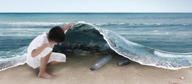Habrá menos peces que plásticos en el mar en el 2050