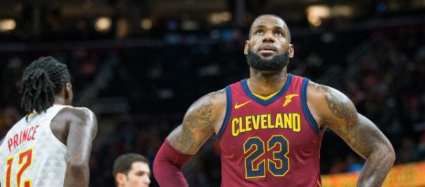 King James mantiene con intriga a los fanáticos