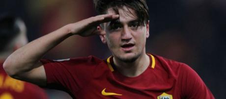 Cengiz Under de Roma celebra el gol contra el Udinese.