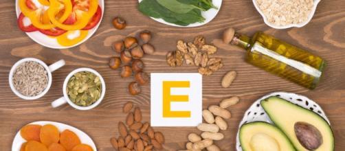 Muchos alimentos contienen vitamina E. - viviendosanos.com