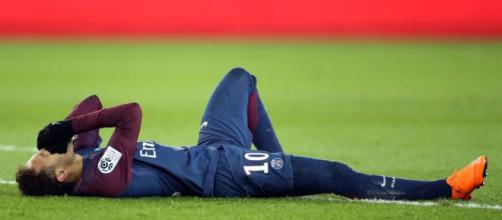 Neymar, lesionado, esta fora do jogo de volta contra o Real Madrid.