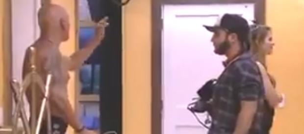 Ayrton pede para Mahmoud não ''se meter'' (Captura de vídeo)