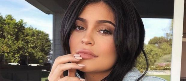 Kylie Jenner receives a $1.4m push present from boyfriend Travis. [Image source: @kyliejenner/Twitter]