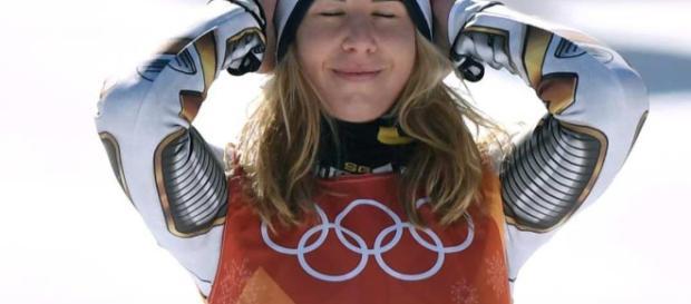 La snowboarder Ester Ledecka gana el oro olímpico del Super-G en ... - nevasport.com