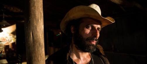 Ator César Ferrario representa Rato na novela 'O Outro Lado do do Paraíso'