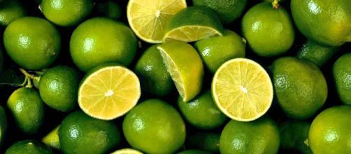 El limón es una fruta grandiosa.