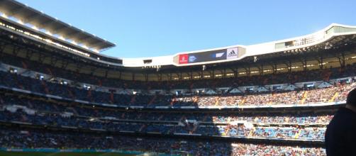 #Estadio Santiago Bernabéu en la previa al encuentro que enfrentaba a los blancos contra el Deportivo Alavés