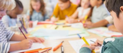 I bambini che usano troppo la tecnologia del touchscreen non sanno poi impugnare una matita (fonte theguardian)
