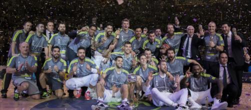 Il Real Madrid festeggia la vittoria della coppa del Re.