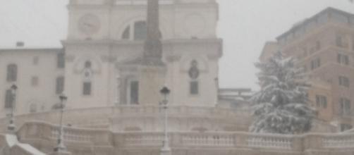 Piazza di Spagna sotto una fitta coltre di neve