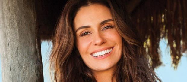 Aos 41 anos, Giovanna Antonelli faz pose picante e exibe charme