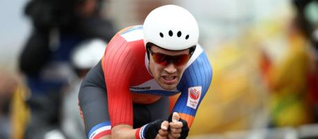 Tom Dumoulin Beats Chris Froome in Stunning Victory at UCI Road ... - bicycling.com