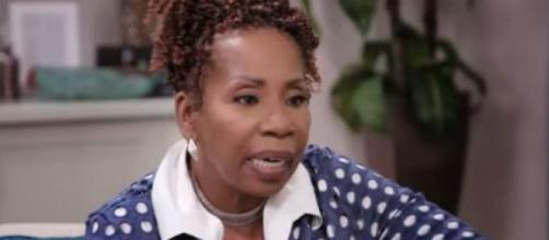 Iyanla Vanzant speaks to Shamiyah Mobley on 'Iyanla: Fix My Life.' [Image via OWN/Screencap]