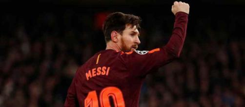 Leo Messi continua muito atento