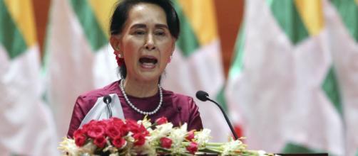 Suu Kyi, recibiendo su premio nobel