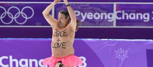 Olympic streaker: Man in tutu and penis pouch steals the show ...watchLife | YouTube