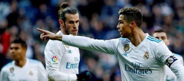 Cristiano Ronaldo tenta proteger seus amigos