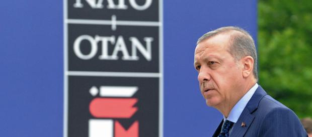 Erdogan à la tribune lors d'un congrès de l'AKP.