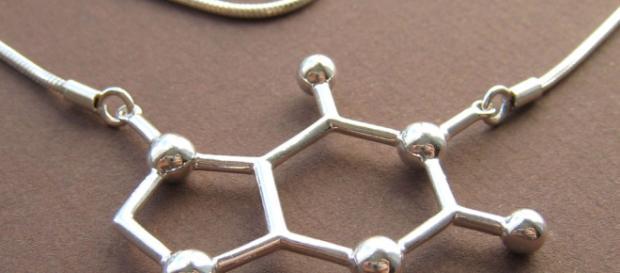 Joyería en forma de fórmula estructural.