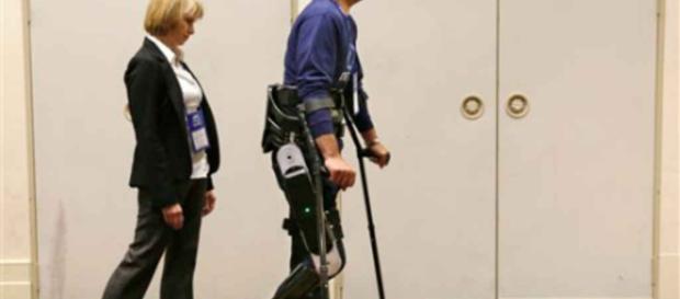 Robots portátiles ayudan en rehabilitación a paralíticos