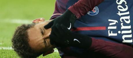 Neymar passou por exames na segunda