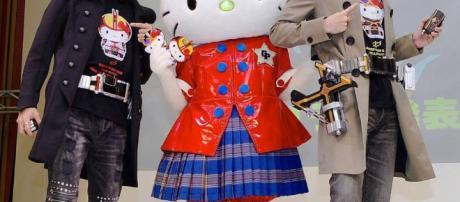 Kamen Rider con Hello Kitty en su aniversario