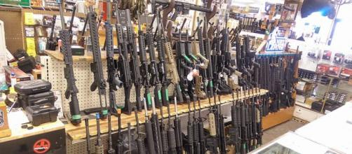 Assault rifles, mostly AR-15's, in a shop in Salt Lake City, Utah (Image credit – Michael McConville, Wikimedia Commons)