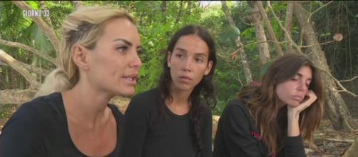Da sinistra Elena Morali, Paola Di Benedetto e Bianca Atzei