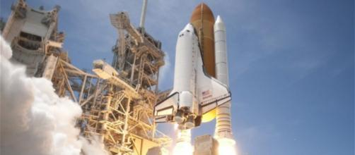 El transbordador espacial Atlantis (STS-132) despega del Launch Pad 39A en el Centro Espacial Kennedy, Florida.