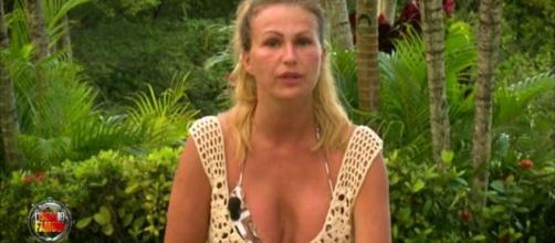 Eva Henger smascherata all'Isola