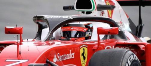 Sebastian Vettel y Valtteri Bottas de Mercedes de Ferrari fueron los primeros y segundos más rápidos en el segundo día