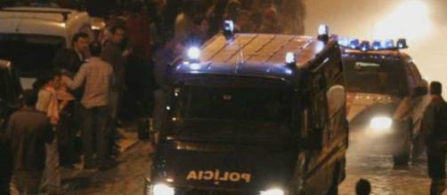 Três policias acabaram feridos nos confrontos entre adeptos do Braga e Guimarães