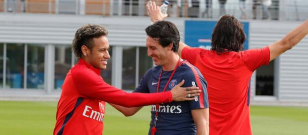 Neymar e Unay Emery durante treinamento.