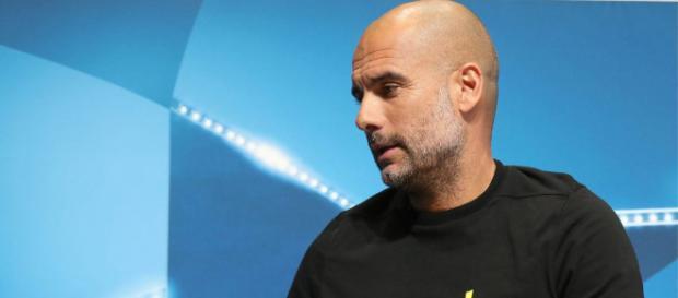 Pep Guardiola lució una cinta amarilla en apoyo a los miembros encarcelados del movimiento independentista catalán