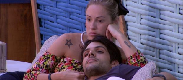 Relação de Lucas e Jéssica gera comentários. (foto reprodução).