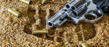 Pistola scarica con proiettili