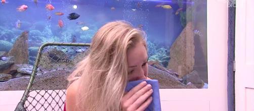 Jéssica chora em seu depoimento no confessionário (Reprodução/GloboPlay)