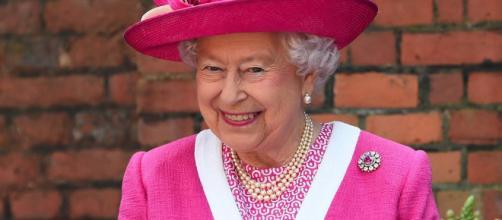 """Luck Story"""" : toutes les fois où la reine Elizabeth II a échappé à ... - marieclaire.fr"""