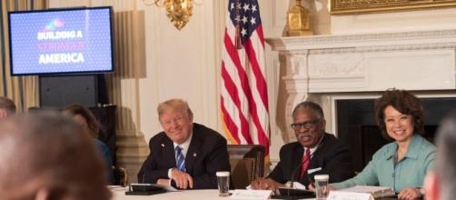 President meets up with bipartisans to discuss gun reforms, (Image via Shealah Craighead/Whitehouse.gov)