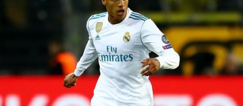 Varane insiste que el Real Madrid no puede rendirse ante La Liga