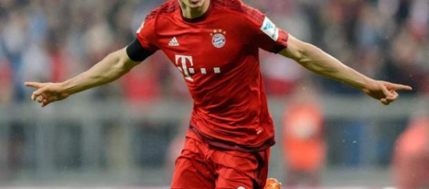 El delantero polaco Lewandowski se aleja del Real Madrid